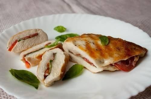 Куриные грудки с овощами и базиликом