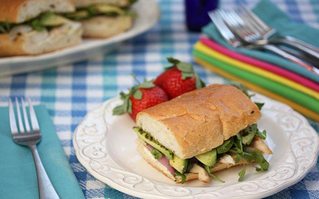 бутерброд с авокадо
