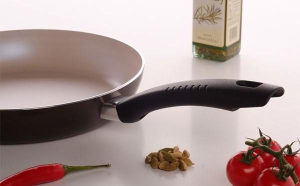 Выбираем сковороду