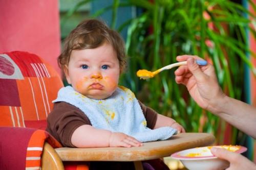 В том, что ребенок ест больше чем надо, виноваты родители