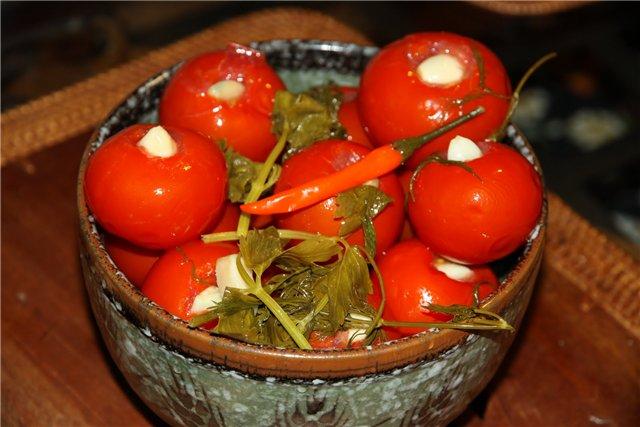 Быстрый рецепт квашенных помидор