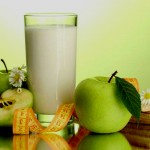 Кефирно-яблочная диета не только избавит от лишнего веса, но и оздоровит