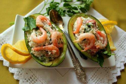Французский салат с авокадо и семго