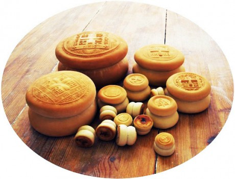 Артос — традиционный пасхальный хлеб