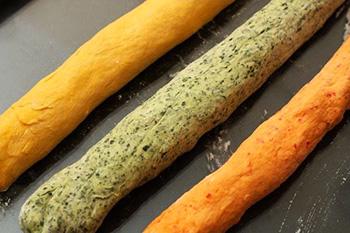 Сдобный трехцветный пасхальный хлеб