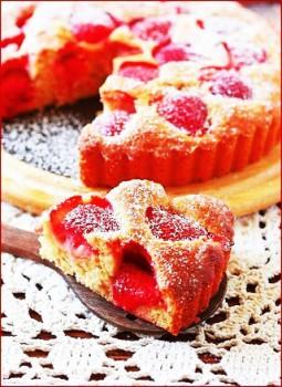 пасхальный пирог с клубникой