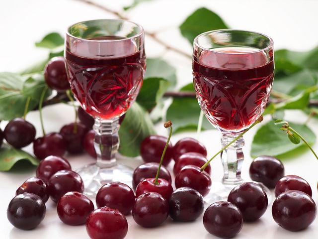 Вино из замороженной вишни с косточками в домашних условиях